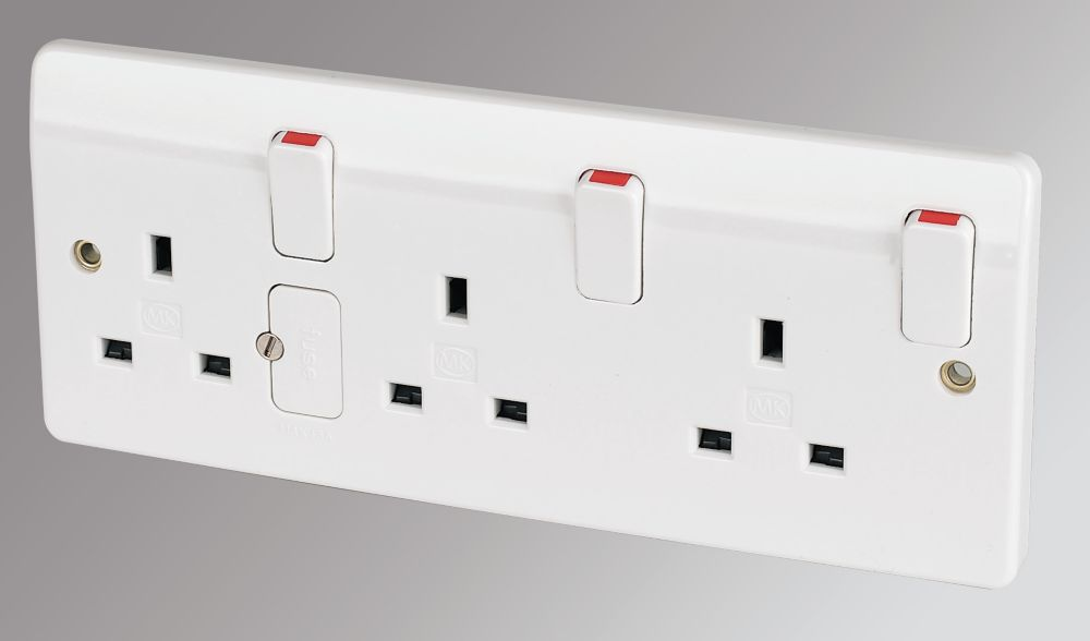 MK 13A 3-Gang DP Switched Plug Socket White