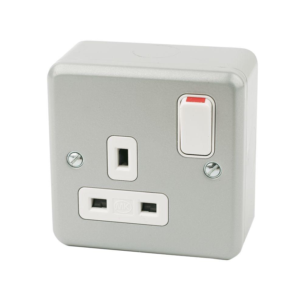 MK 13A 1-Gang DP Switched Plug Socket Metal-Clad