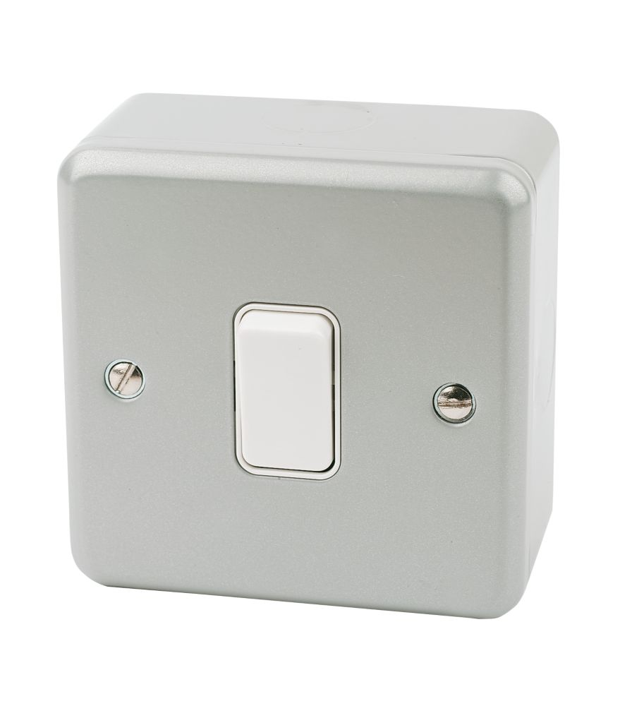 MK 1-Gang 2-Way 10AX Light Switch Metal-Clad
