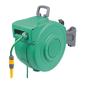 B and Q Enclosed Automatic Hose Reel & Accessories 20m