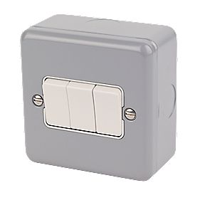 MK 3-Gang 2-Way 10AX Light Switch Metal-Clad