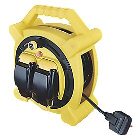 Masterplug Case Reel & Splashproof Sockets 240V 20m