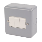 MK 3-Gang 2-Way 10AX Light Switch Metal-Clad