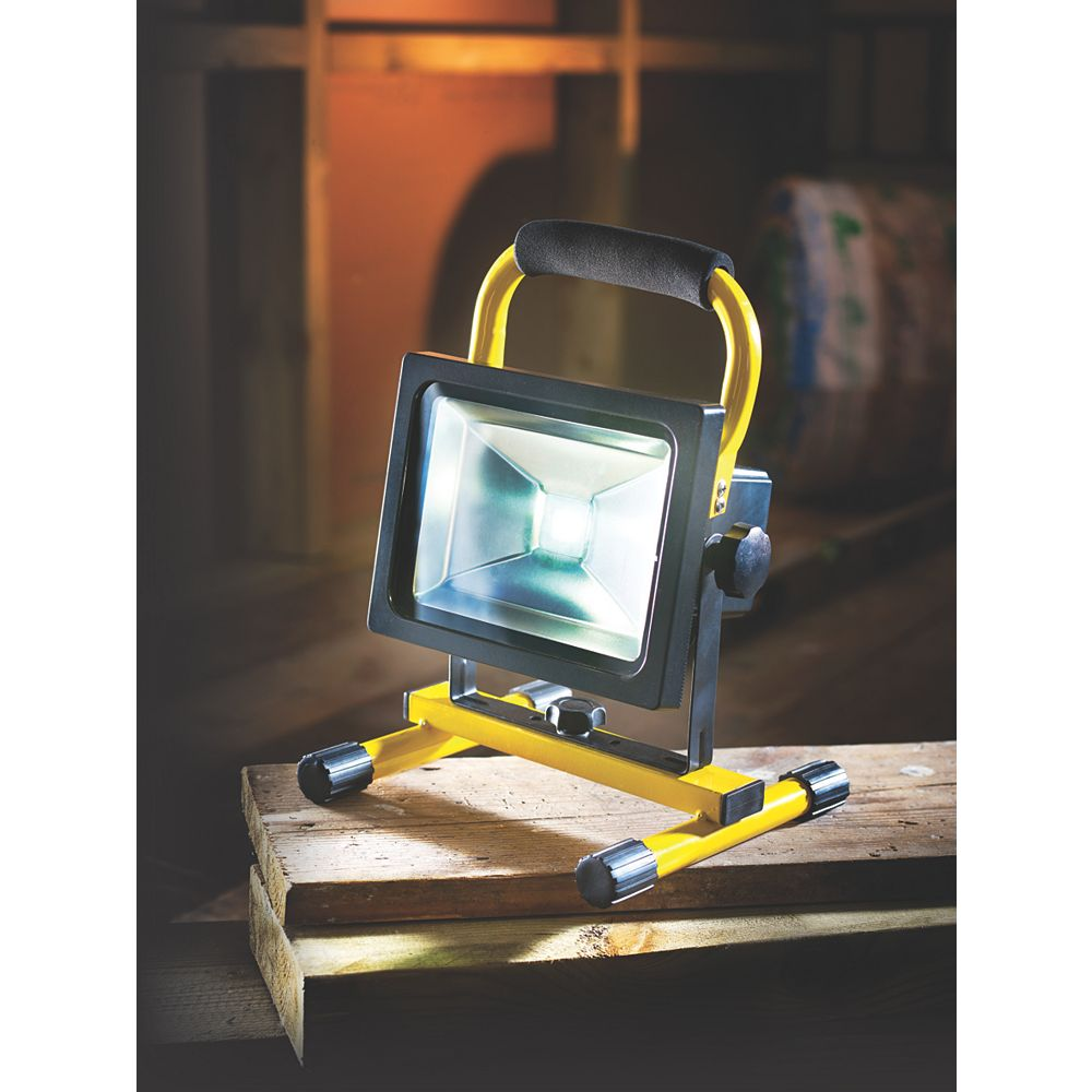 Led Rechargeable Work Light 10w For Garage: NEW AE0183 Rechargeable LED Work Light 10W 12 / 240V